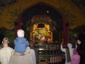 Gyerekek a templomban